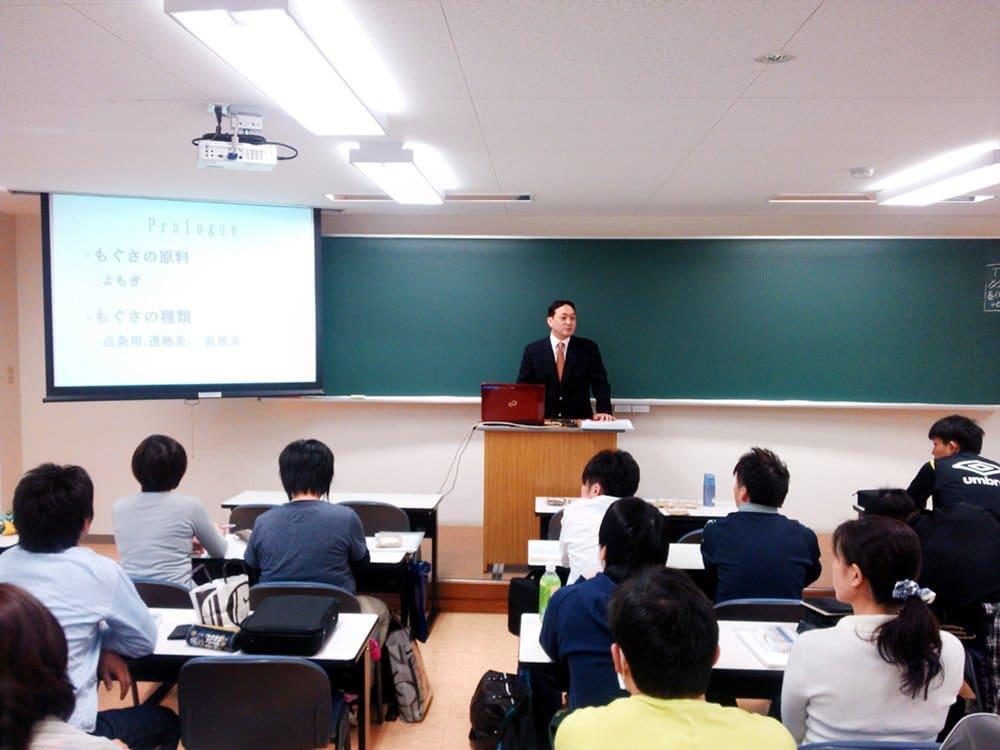 もぐさの製造に関する講演風景-関西医療学園専門学校様_2013