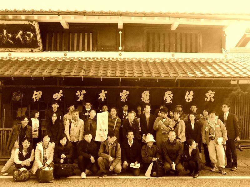 もぐさ工場見学-京都仏眼鍼灸理療専門学校様_2015集合写真