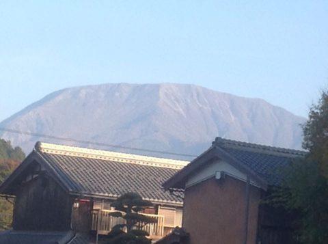 もぐさ工場から眺める伊吹山